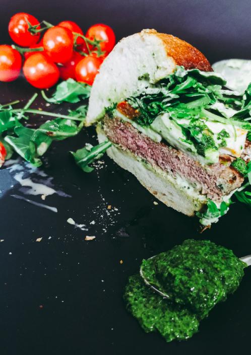 ITALO: un hamburger senza glutine da ordinare a domicilio i cui ingredienti (mozzarella, pomodori confit, rucola), sono freschi