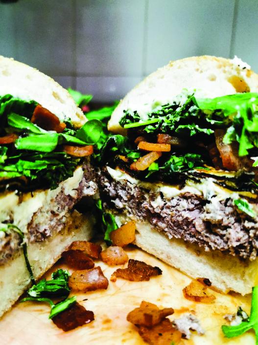 Rugantino è un hamburger senza glutine da ordinare in delivery con guanciale croccante