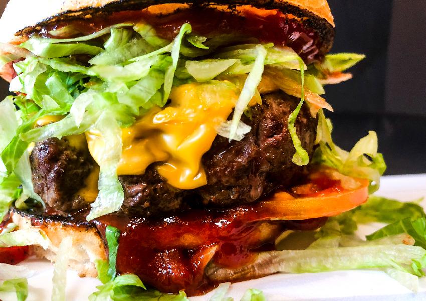Amarcord, è il nome di uno degli hamburger artigianali di Erudito